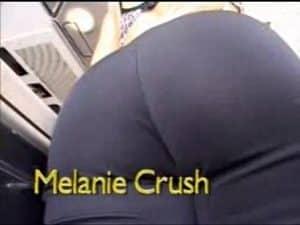 video relacionado Una secretaria muy caliente es follada por un pollon negro de 28cm y la goza como una perra